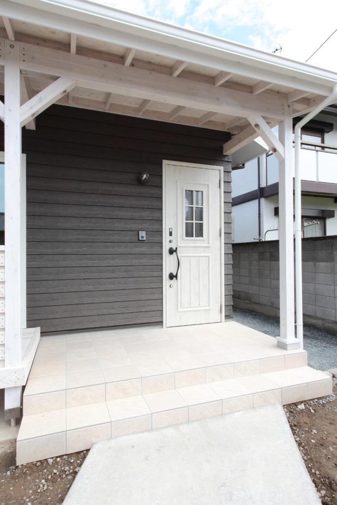 伊勢崎市 カバードポーチのあるサーファーズ分譲住宅