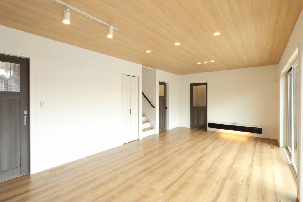伊勢崎市 バルコニー手摺が素敵な 2階建て新築