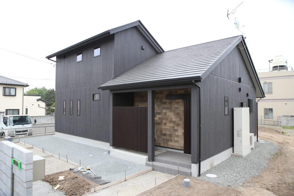 伊勢崎市 異なる木目調の外壁が素敵なお家