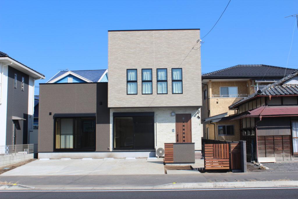 「伊勢崎市」門柱が素敵なキューブな家も造ります。