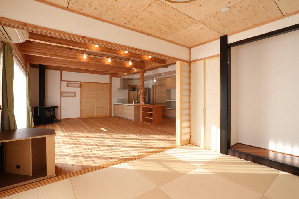 「伊勢崎市」おしゃれで自然素材を使った塗り壁 暖炉のある家