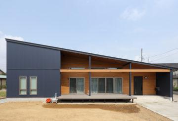 「太田市」ネイビーのガルバ外壁が カッコイイ 太陽光13.36KW搭載の家