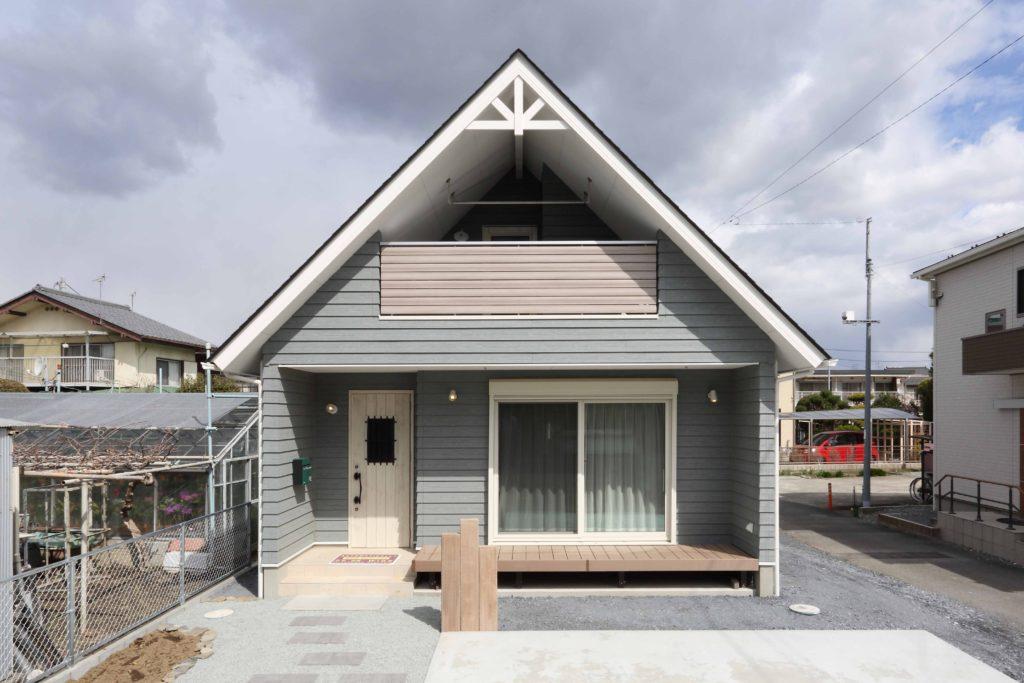 「高崎市」ラップサイディング と 急勾配屋根が 奏でる アメリカンスタイル